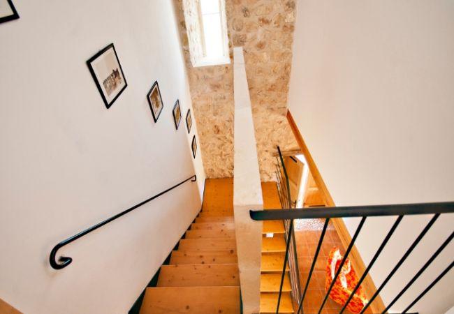 Escaleras hacia el piso inferior