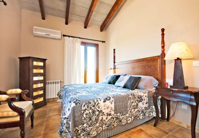 Habitación para pareja con aire acondicionado y calefacción