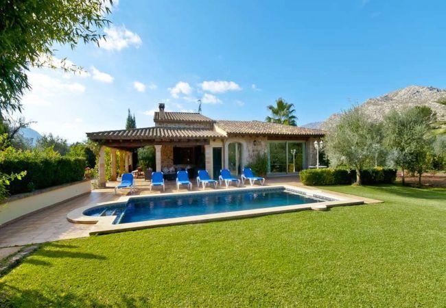 Jardín con piscina y preciosas vistas a la montaña
