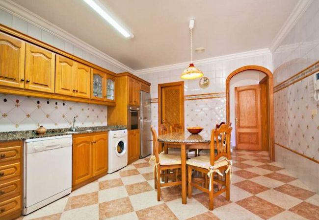 Cocina completamente equipada en la casa principal