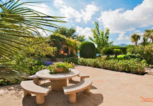 Exteriores y jardines