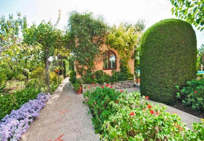 Precioso jardín frente a la Villa