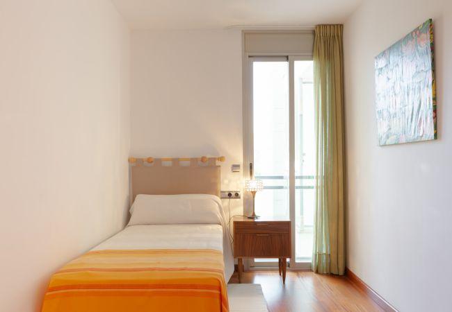 Dormitorio con terraza en la planta superior del duplex