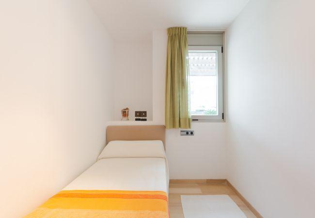Dormitorio individual en la planta baja del apartamento