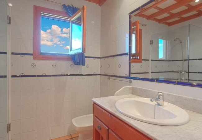 Baño con ducha y wc