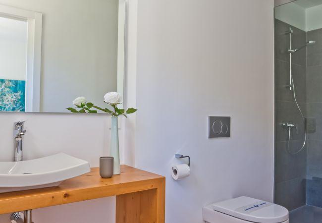 Badezimmer en suite Schlafzimmer mit Dusche