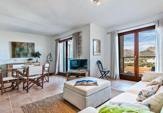 Wohnzimmer mit Blick auf die Berge von Puerto Pollensa