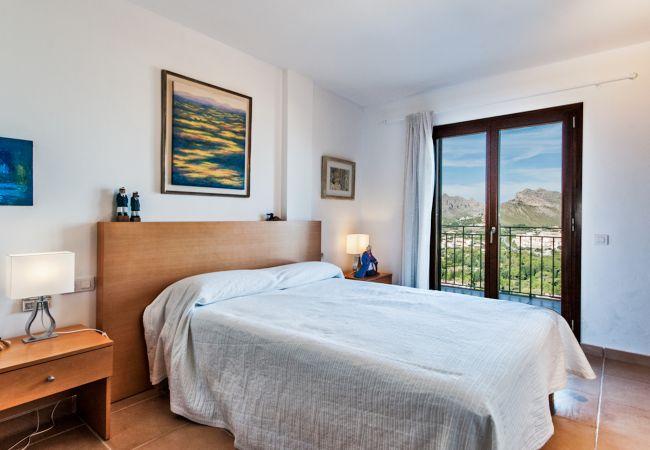 Zimmer mit Balkon und Bergblick auf Puerto Pollensa