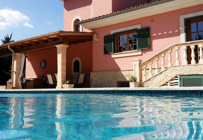 Fassade und Pool