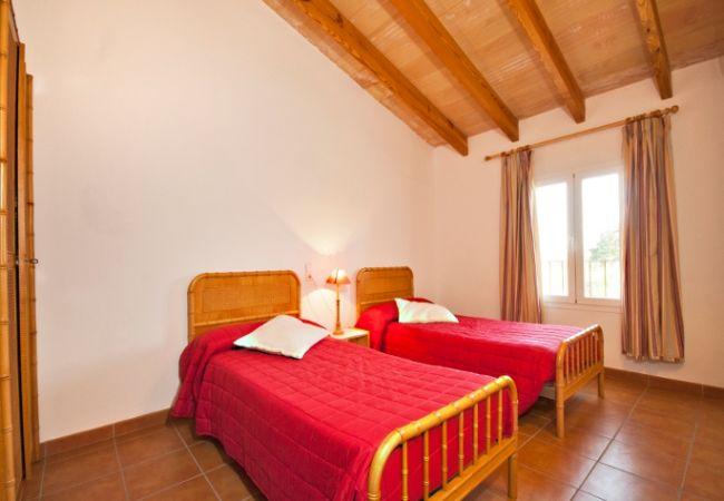 Schlafzimmer für 2 Personen mit Bettwäsche