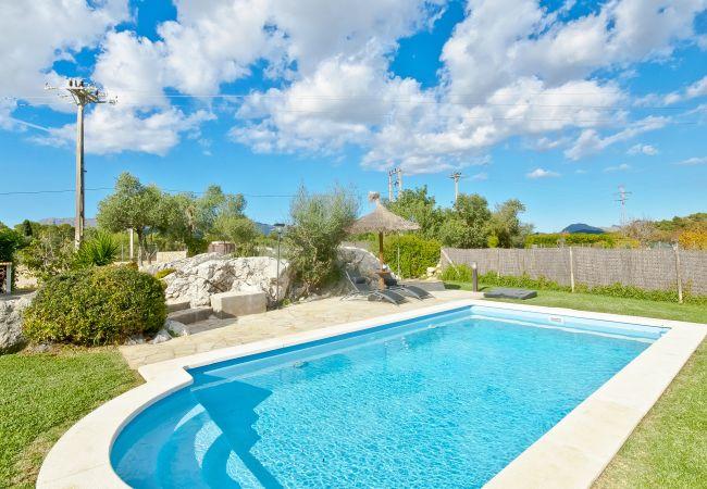 Pool, Garten und Ausblick