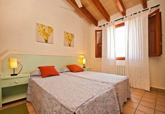Einzelbetten mit Bettwäsche inklusive