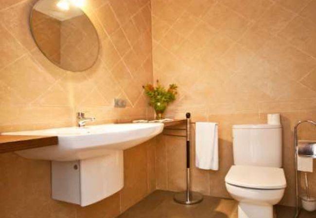 Komplettes Badezimmer