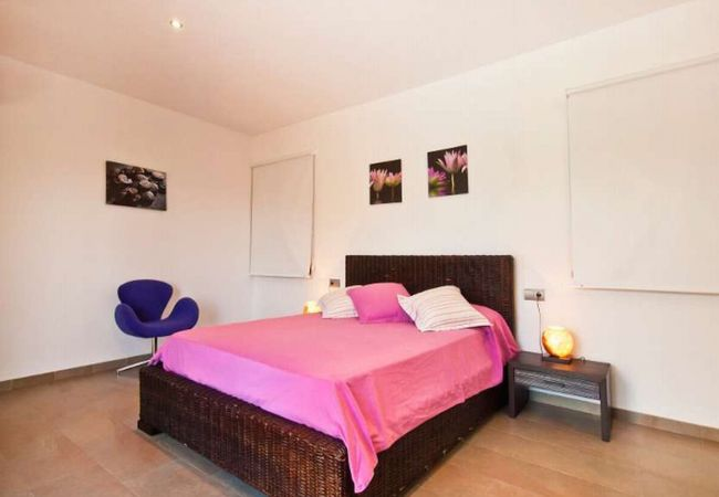 Zimmer für 2 mit modernem Sessel
