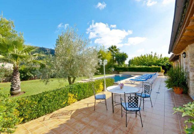 Terrasse mit Garten und Pool