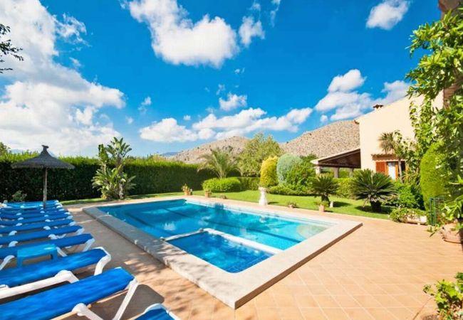 Blick auf den Tramuntana-Berg vom Pool aus