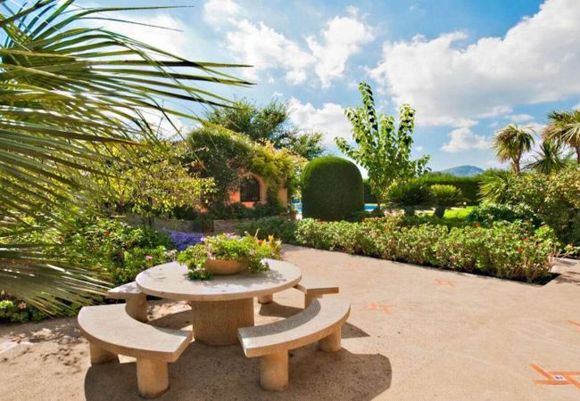 Äußere und Gärten