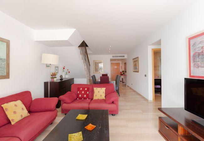 Wohnzimmer mit Fernseher mit Satellitenkanälen