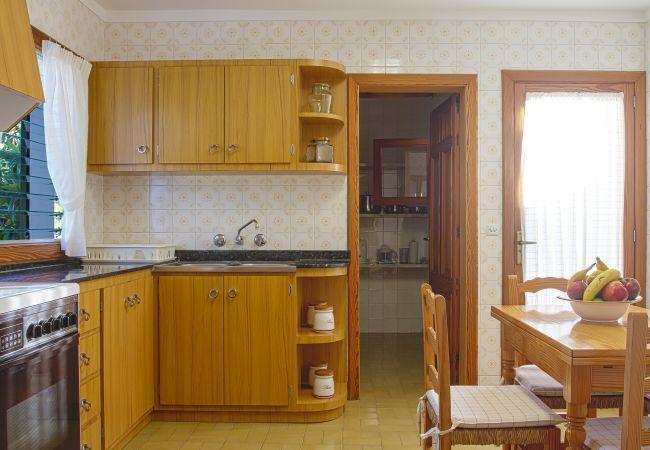 Küche und Schrank