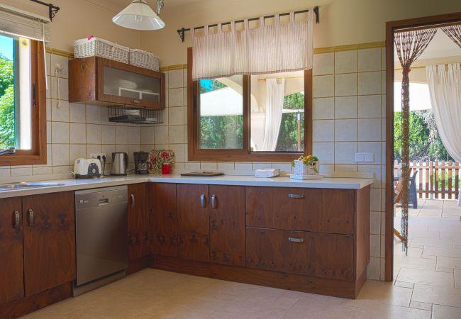 Voll ausgestattete Küche mit Willkommensbatch
