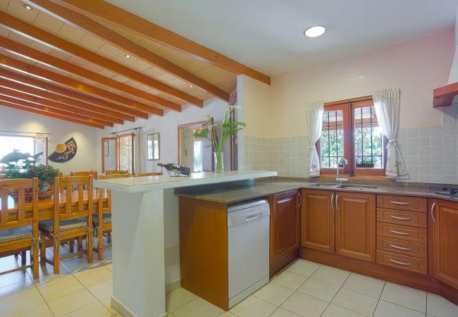 Küche und Esszimmer für 8 Personen
