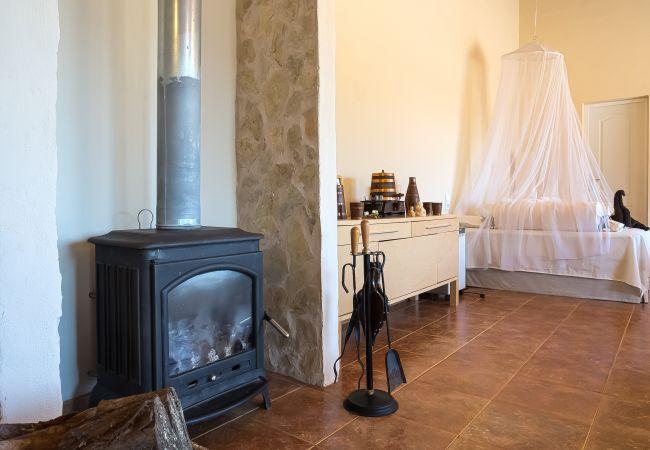 Kamin in der Villa Rafel in Lloseta