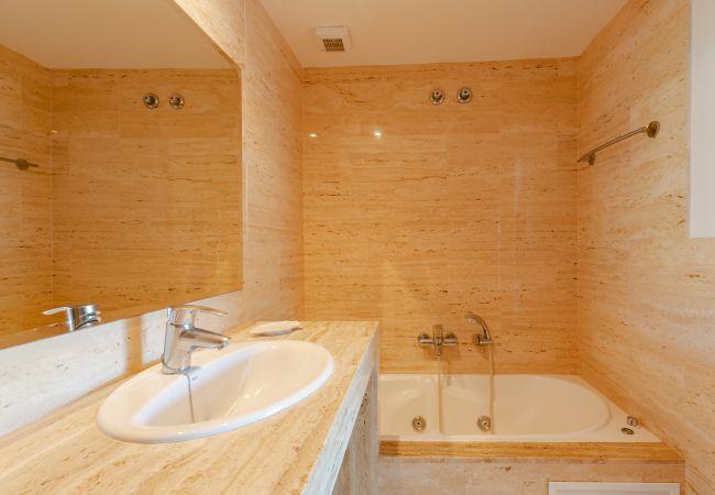 Bathroom with bath en suite in the master bedroom