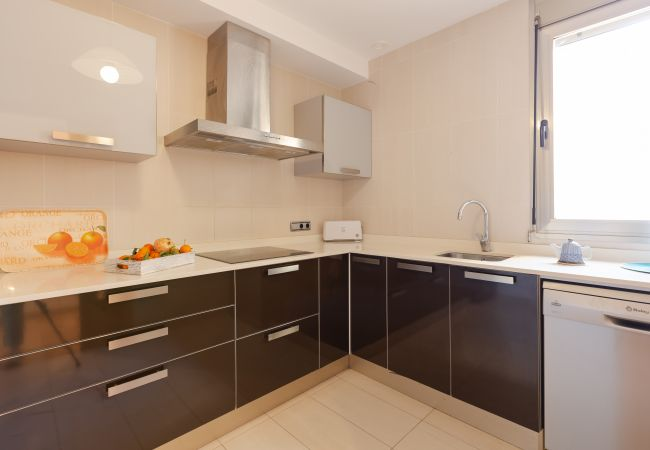 Bright kitchen with ceramic hob, dishwasher, ...