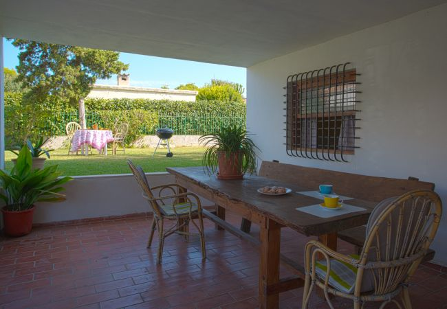 Covered terrace with table and garden view
