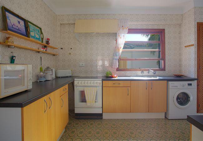 Equipped kitchen plus washing machine
