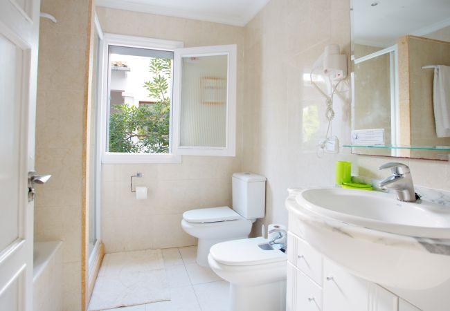 Spacious bathroom with bathtub