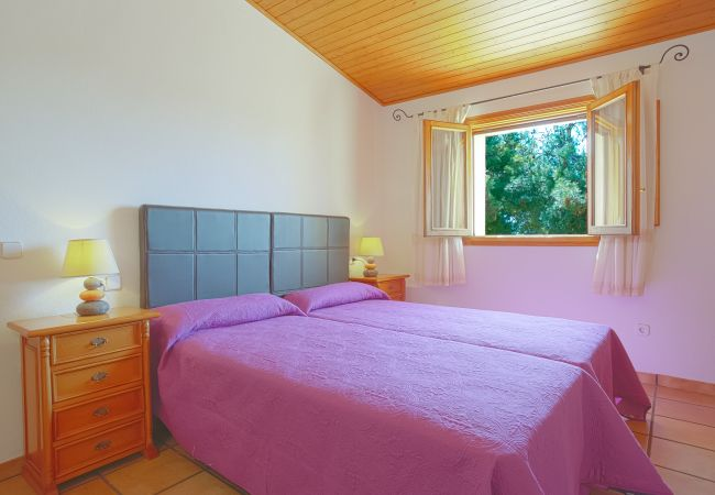 Bedroom with single beds on the upper floor