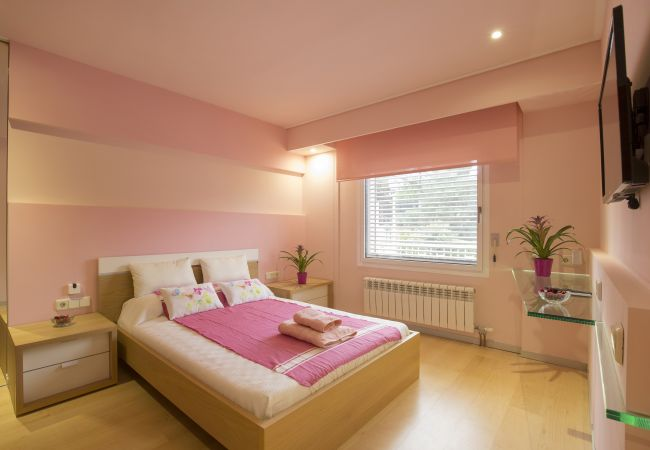 Double room with TV and radiator