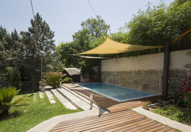 Children's pool with parasol