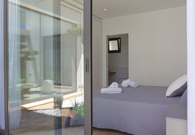 Bedroom with bathroom en suite and access to the exterior