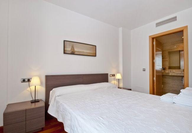 Dormitorio con baño en suite en dúplex